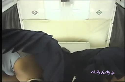 【アダルト動画】(今時女子校生パンチラ秘密撮影ムービー)ゲーセン店員が隠しカメラ仕掛けてプリクラしてる今時女子校生のパンツを覗き見☆☆☆(無料)
