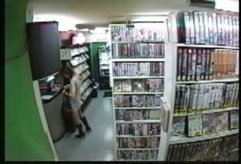 【素人】御若女さんが個室ビデオ鑑賞でひとりHに没頭を盗撮。-