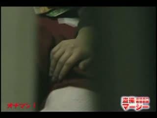 貧乳の美女の手マン無料マスタべ動画。スレンダーで貧乳な美女が、乳首を弄りながらパンツに手を入れ手マンオナニーしている姿をこっそり盗撮!